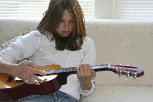 ragazza chitarra.jpg